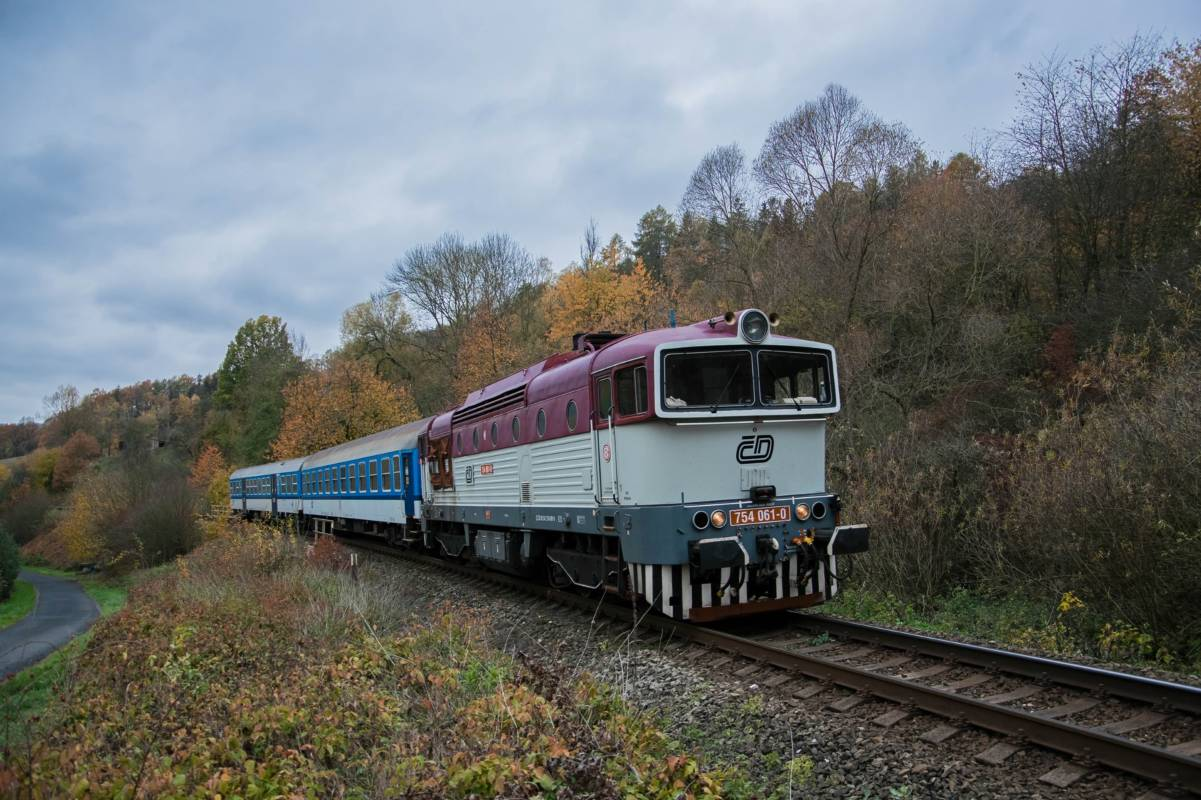 03.11.2018 - 754 061-0 am Os 6609 bei Stary Sachov